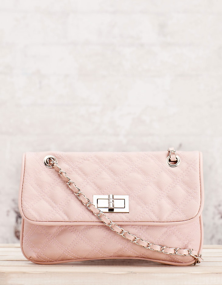 Quilted bag with chain