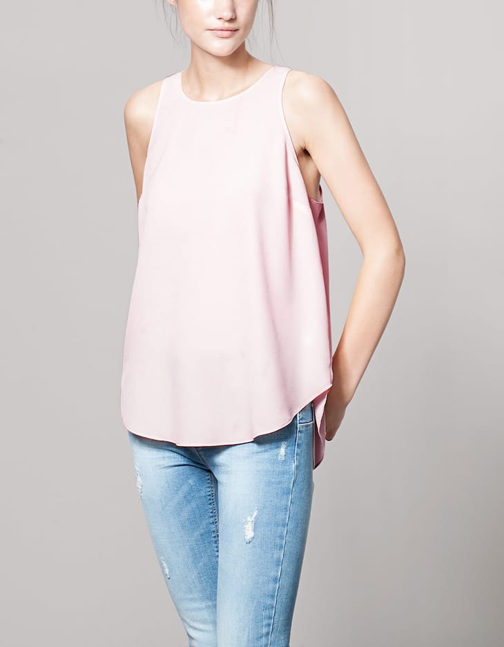Top with back zip detail
