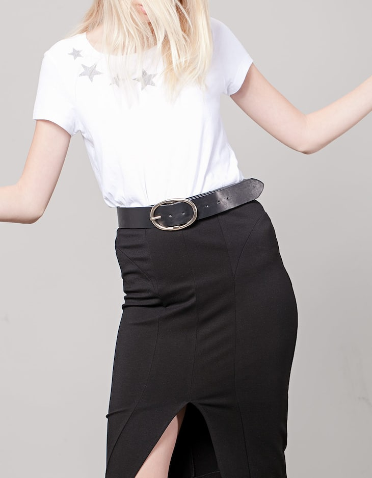 Wide belt with oval buckle