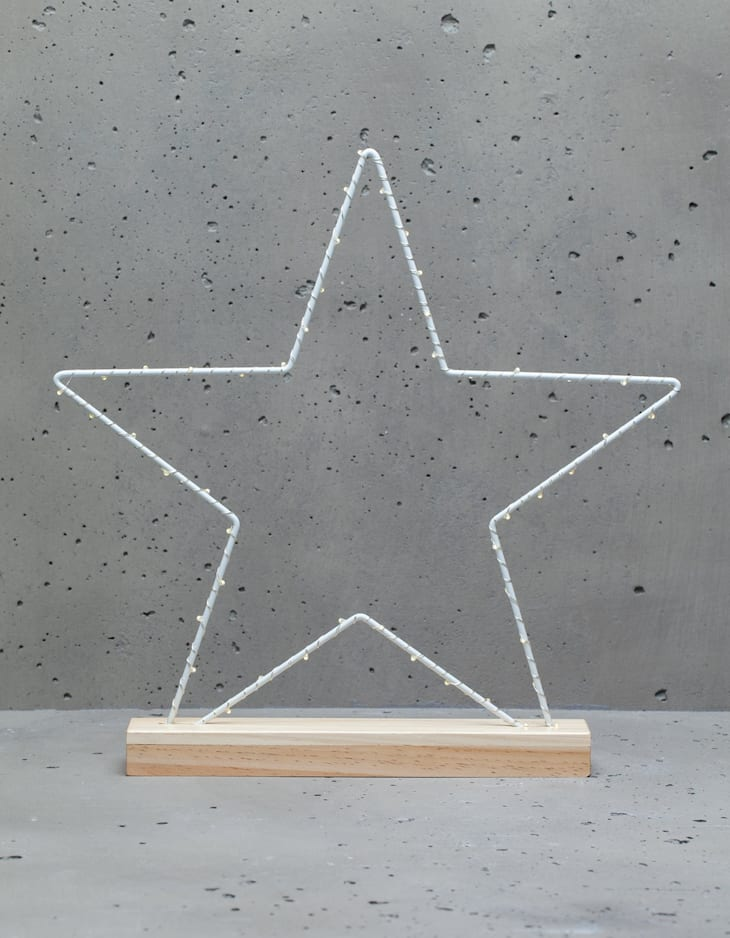 Star light with wooden base