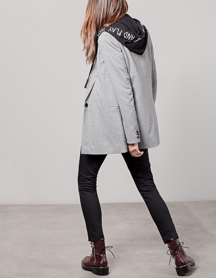 Structured blazer with edging on pockets