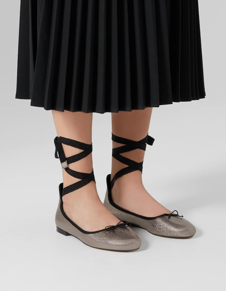 Metallised ballerinas with bow trim