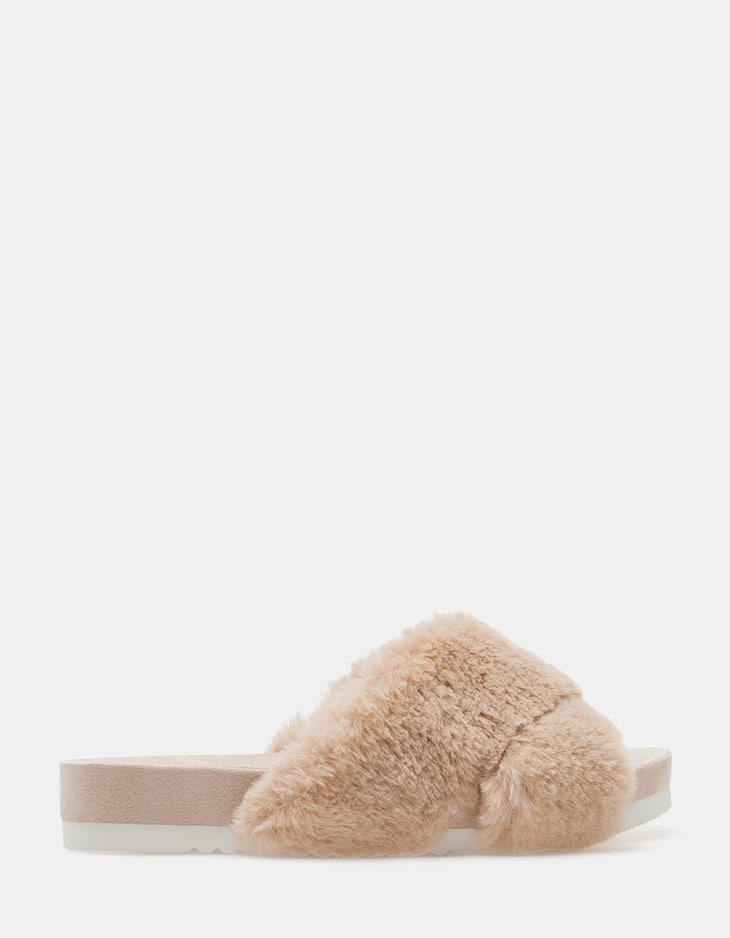 Sandals with furry uppers