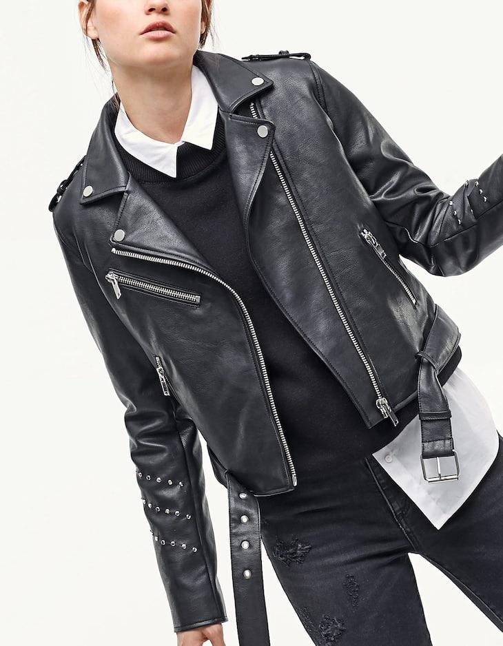 Куртка с эффектом кожи и заклепками