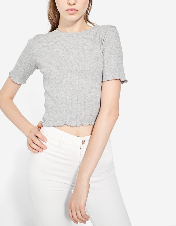 Cropped T-shirt with wavy trims