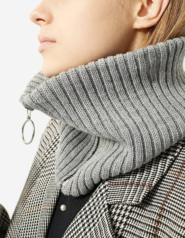 Ribbed snood with zip