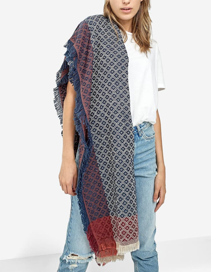 Rustic-style scarf with topstitching