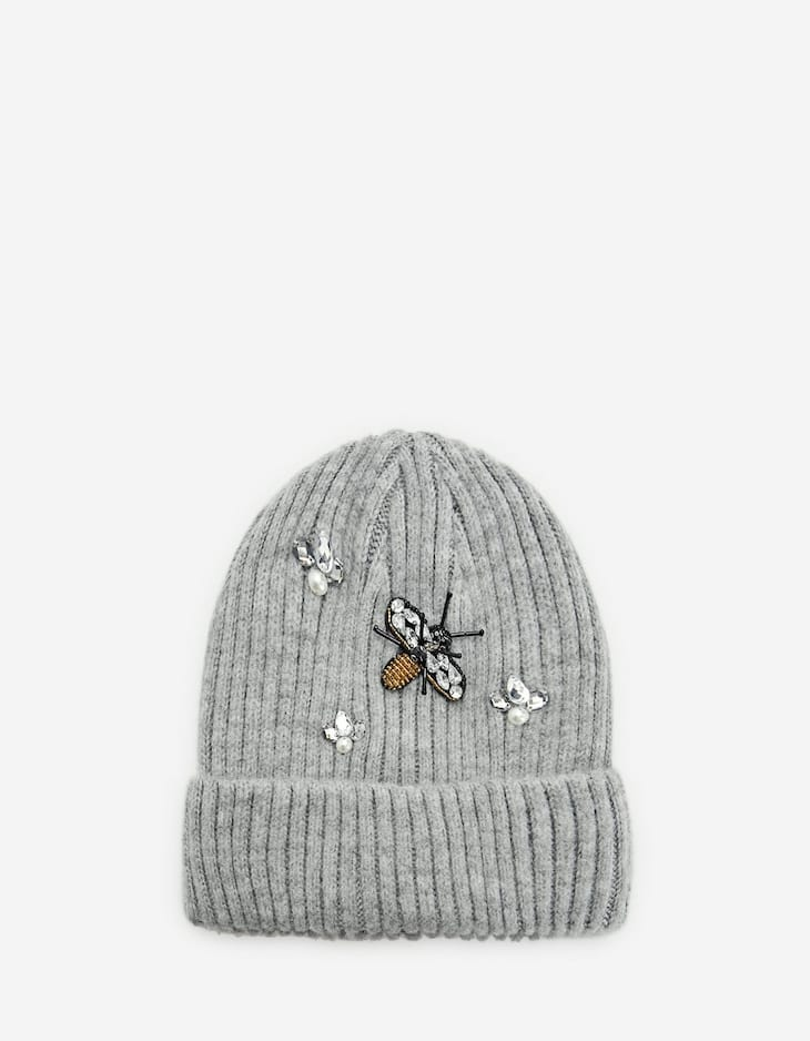 Beanie with bee detail
