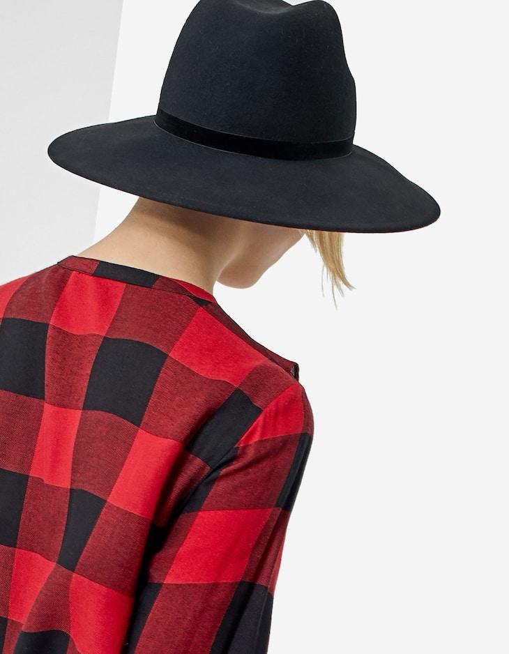 Hat with velvet detail