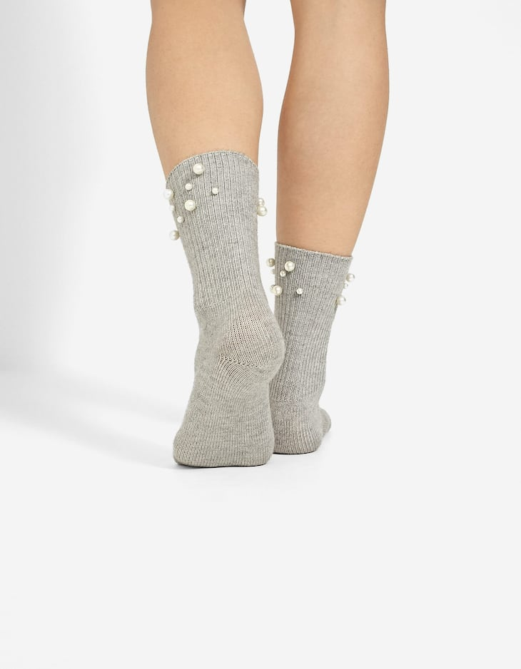 Ribbed socks with pearl beads