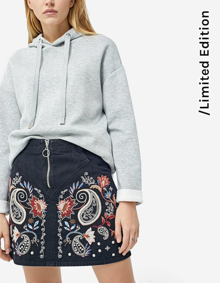 Embroidered skirt with zip