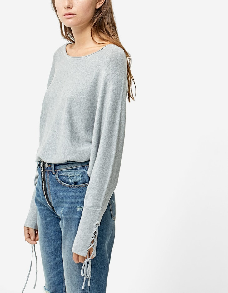 Lace-up sweater with batwing sleeves