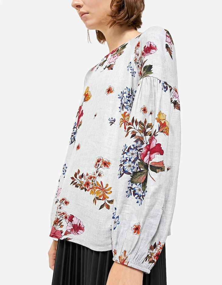 Floral shirt with voluminous sleeves