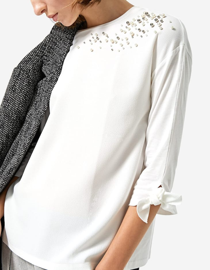 T-shirt with faux pearls on the shoulder