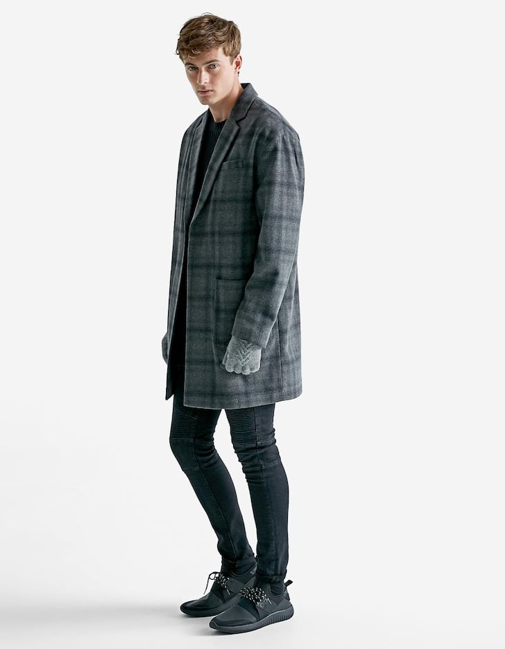 Flowing checked cloth coat