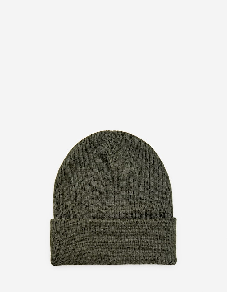 Solid-coloured beanie