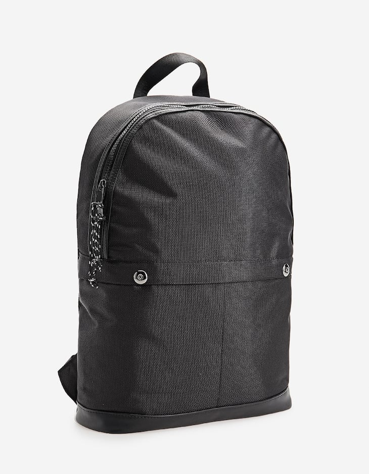 Technical backpack with front pockets