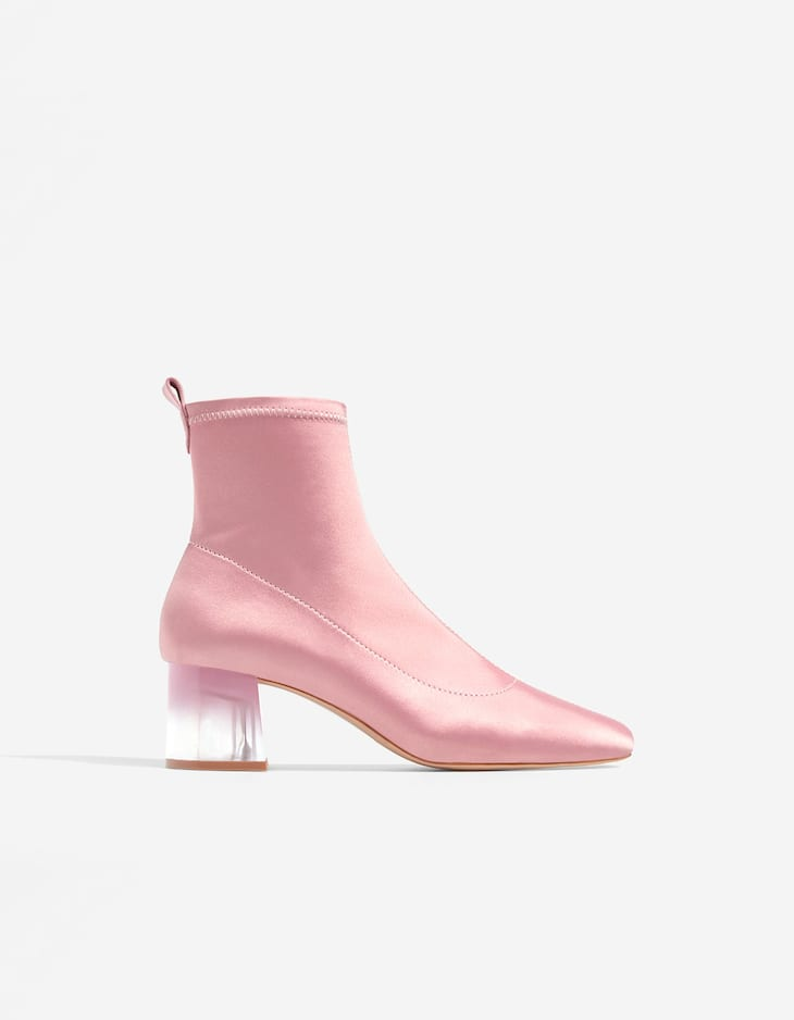 Ankle boots with methacrylate heels
