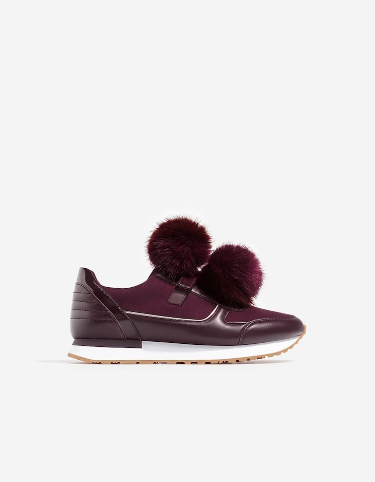 Contrasting sneakers with pompoms