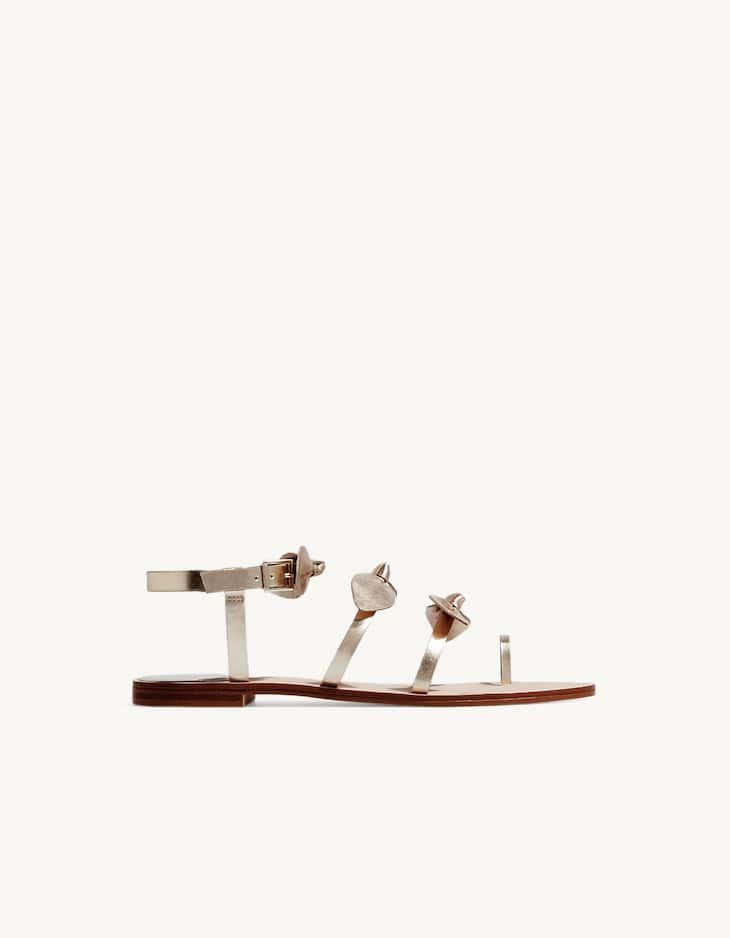 Flat sandals with bows