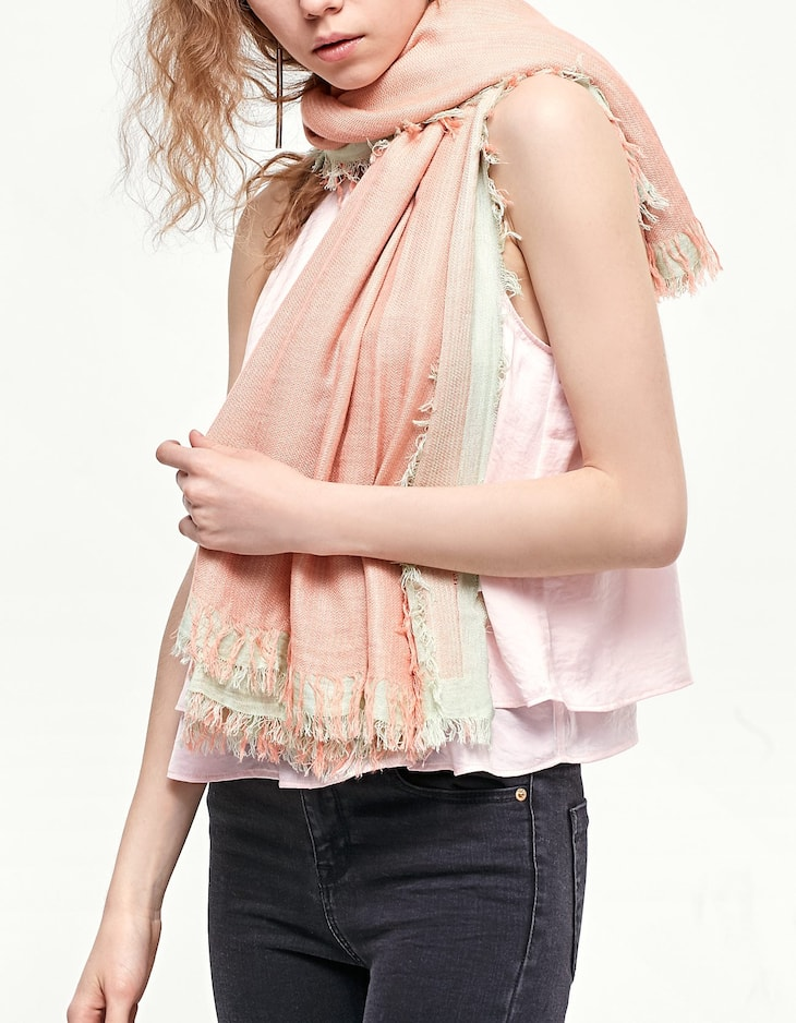 Two-tone neck scarf with fringing