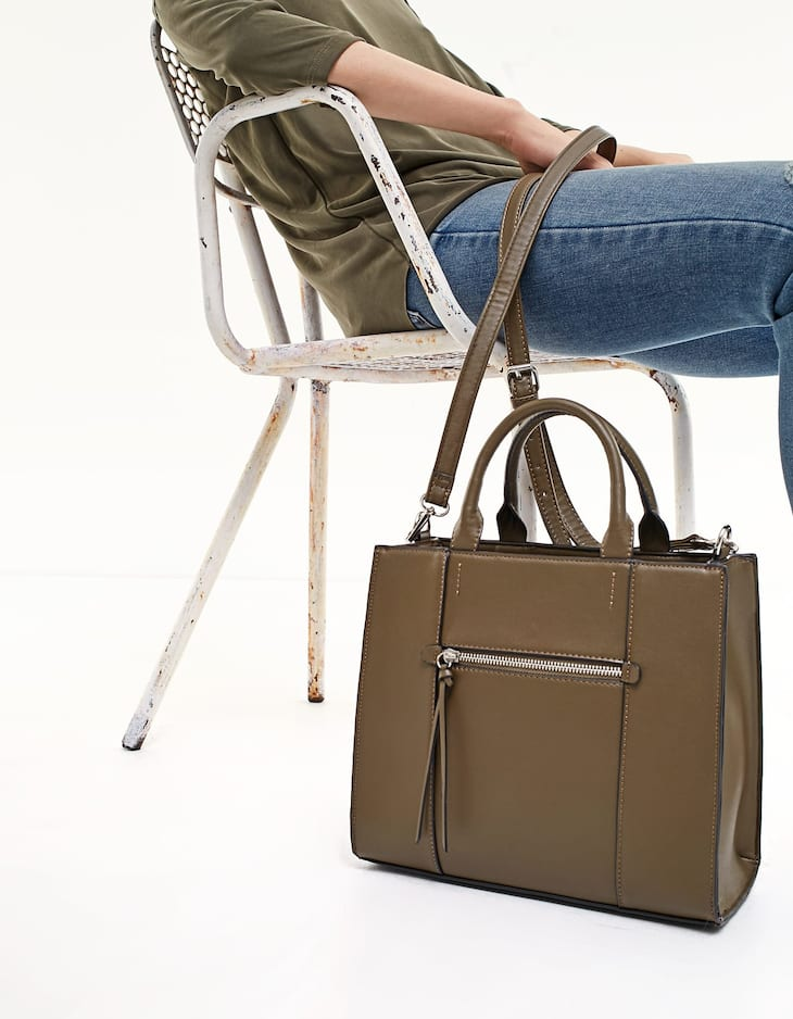 Rigid tote with zip