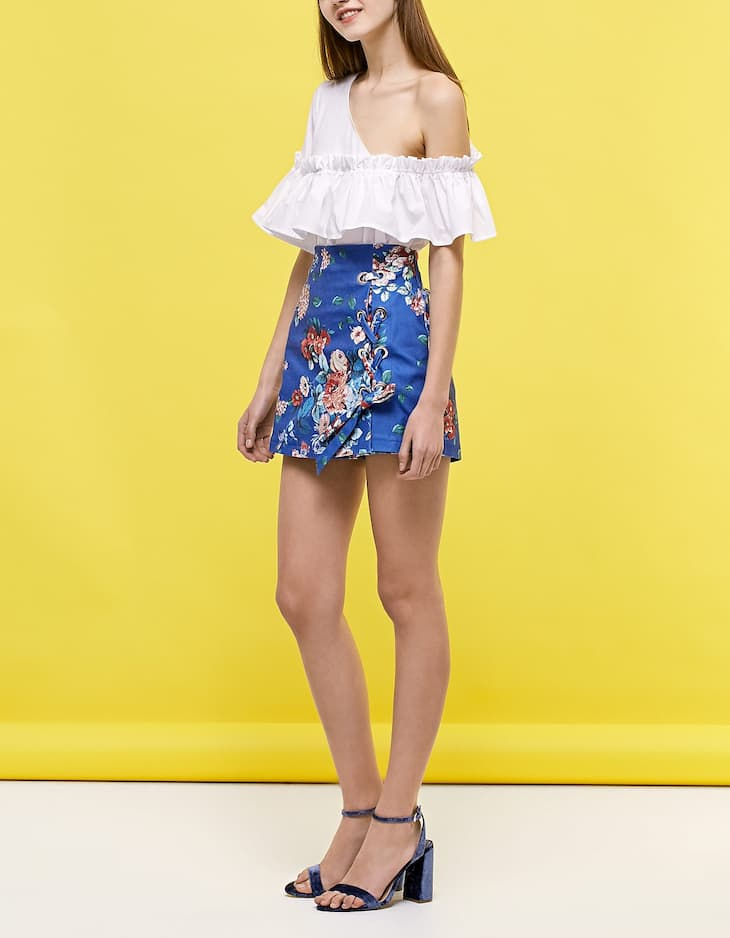Lace up skort with floral print