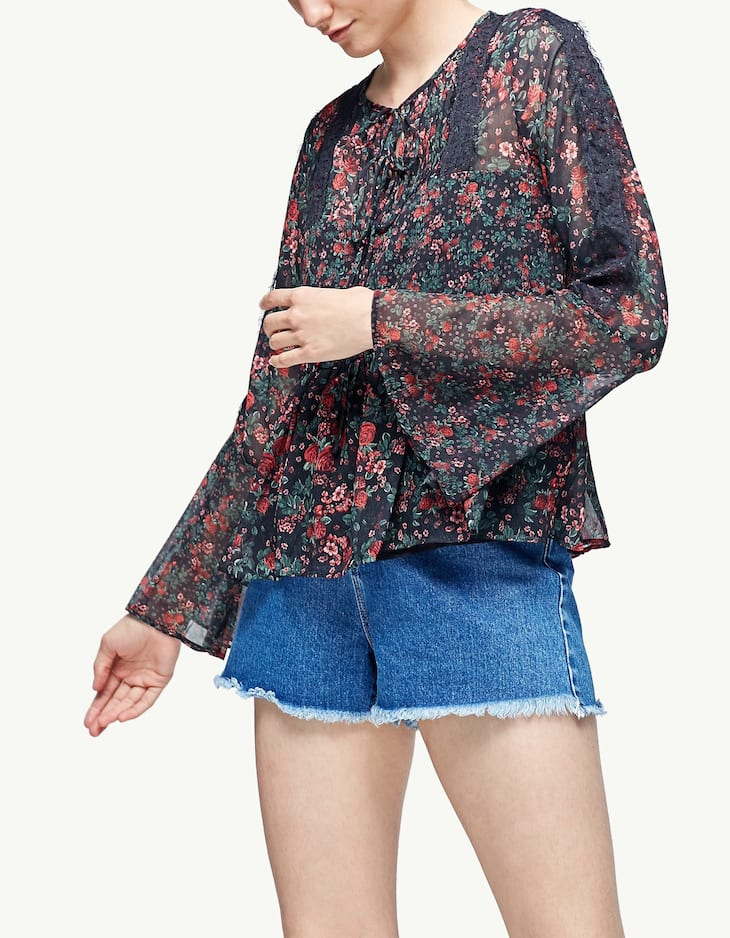 Print blouse with lace trim