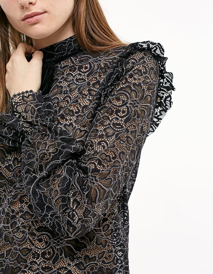 Elasticated lace top with tie