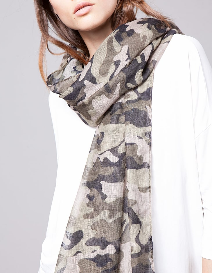 Camouflage print neck scarf