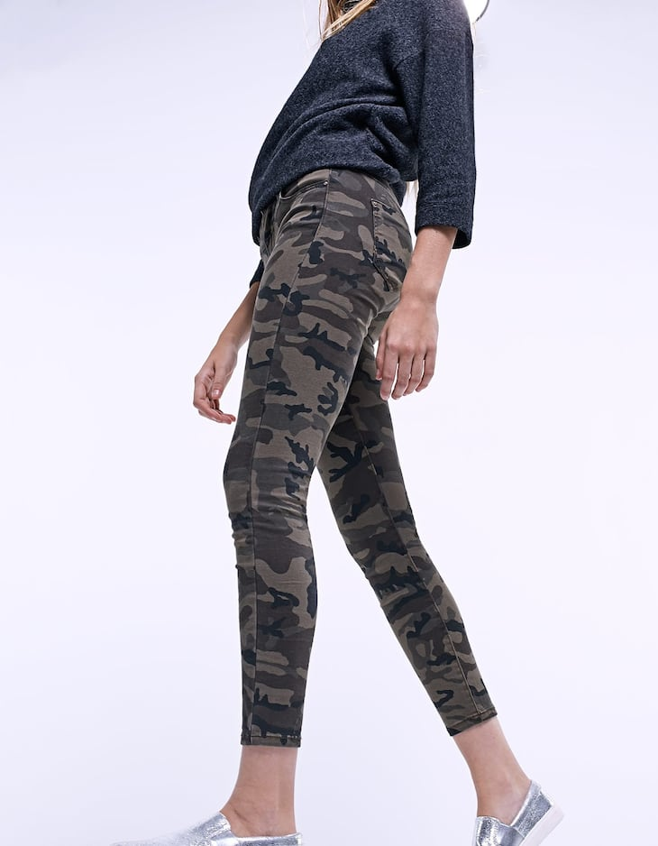 Skinny fit camouflage trousers