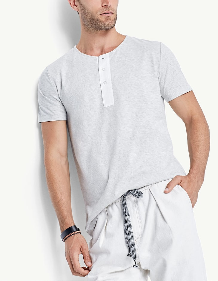 Contrasting button-neck T-shirt