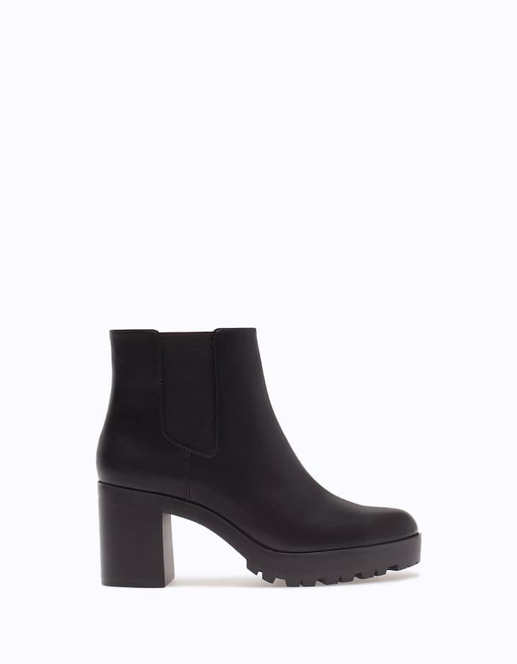 Elasticated ankle boots with track