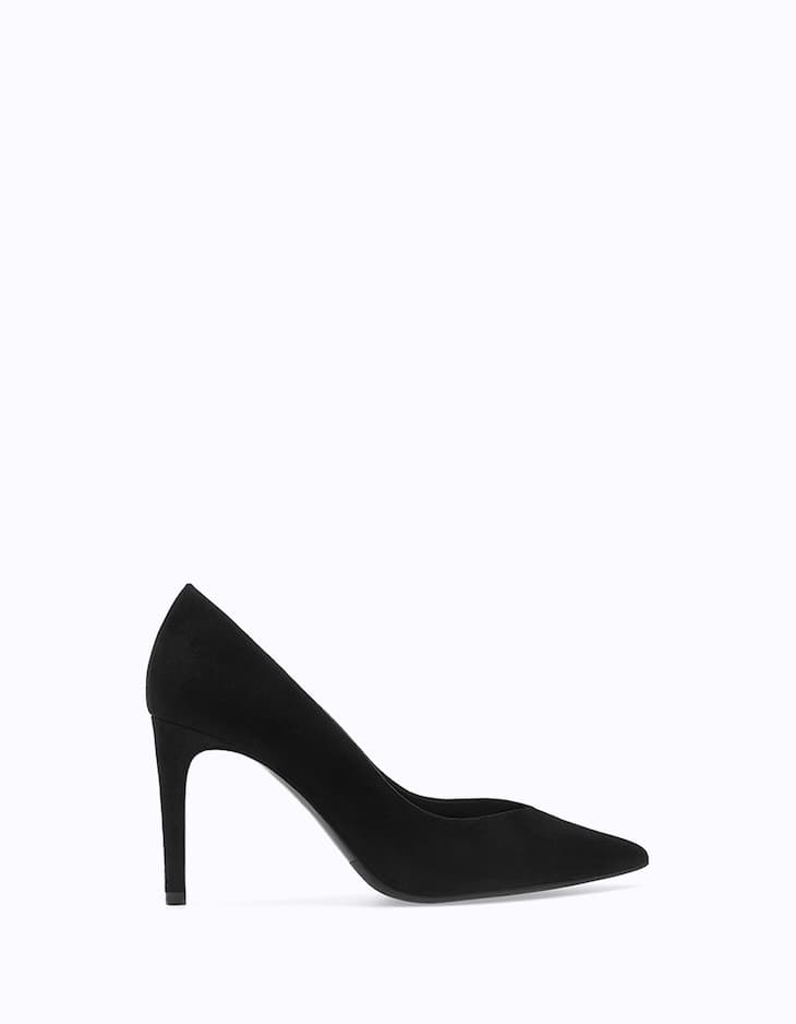 Narrow heel court shoes