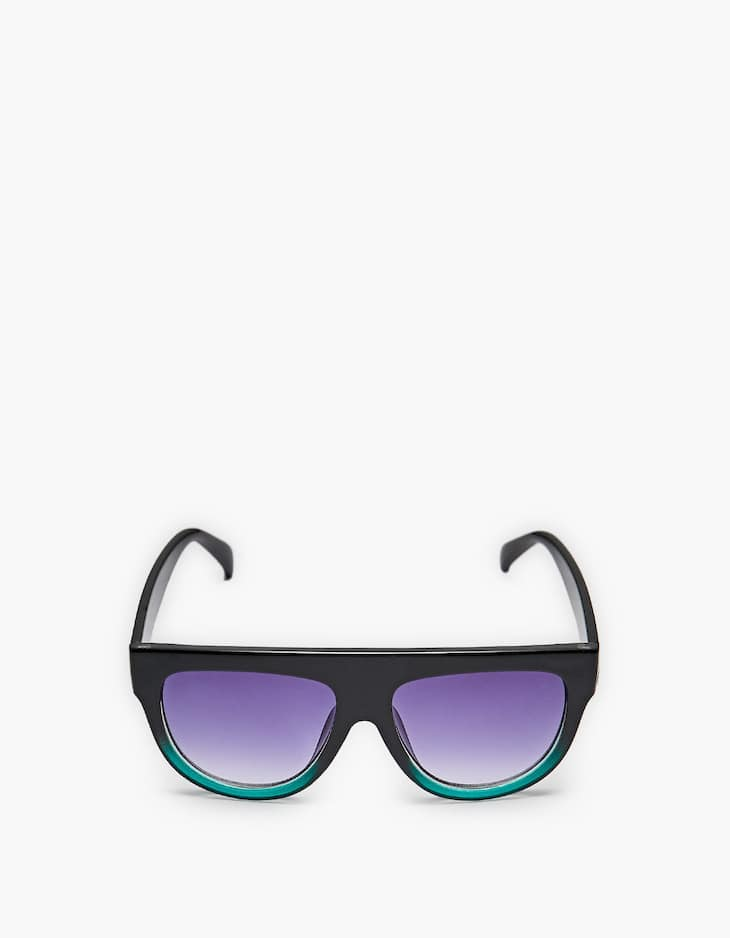Maxi sunglasses with a touch of green