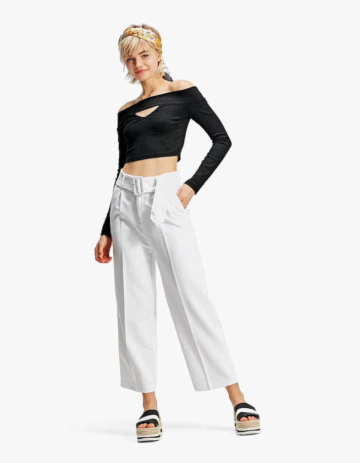 Cropped trousers with lined buckle
