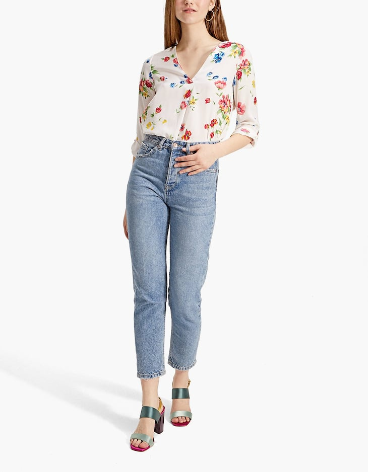 Long floral shirt with V-neck and 3/4 sleeves