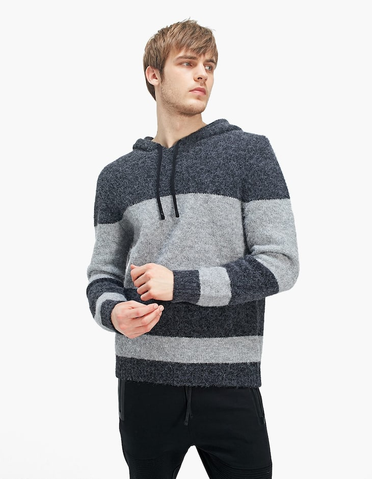 Colour block sweater with hood