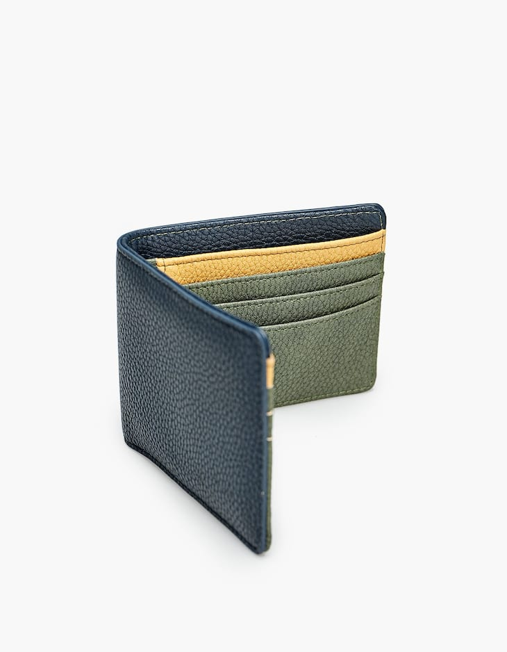 American wallet with contrasting interior