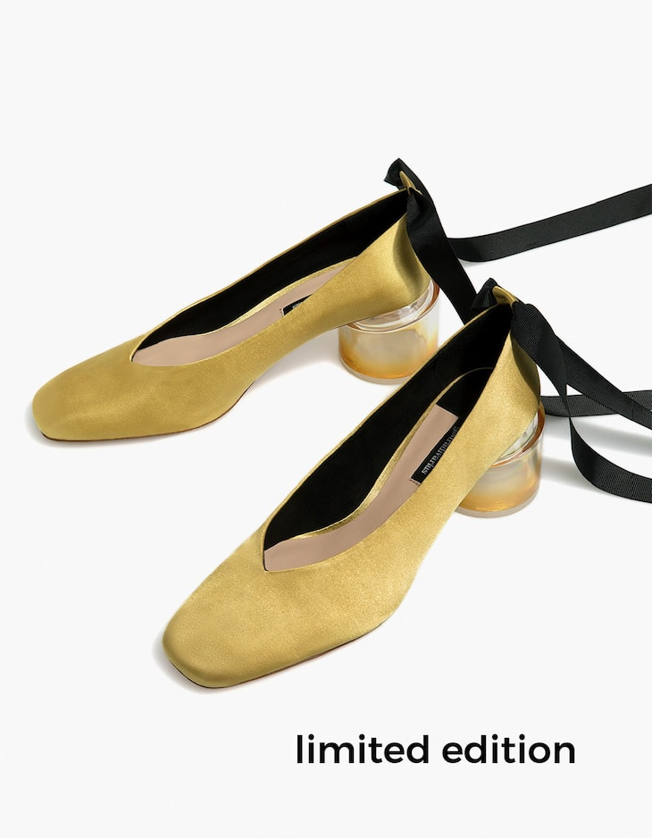 High heel court shoes with ribbon tie and methacrylate heels