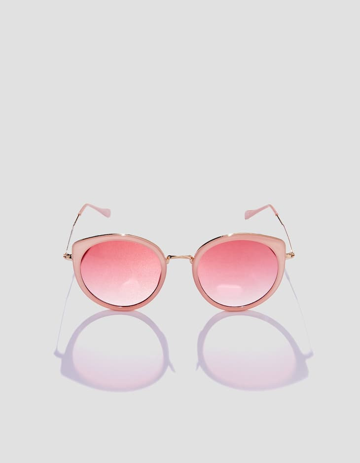Pink sunglasses with contrasting metal details