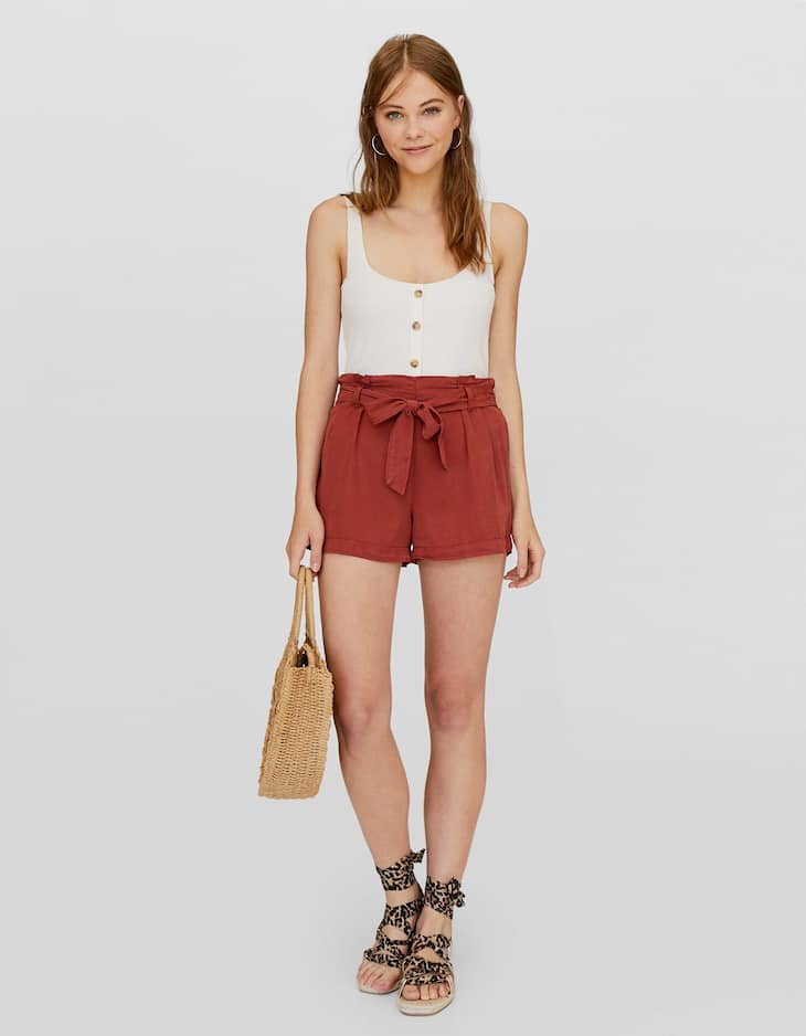 Shorts with tied bow