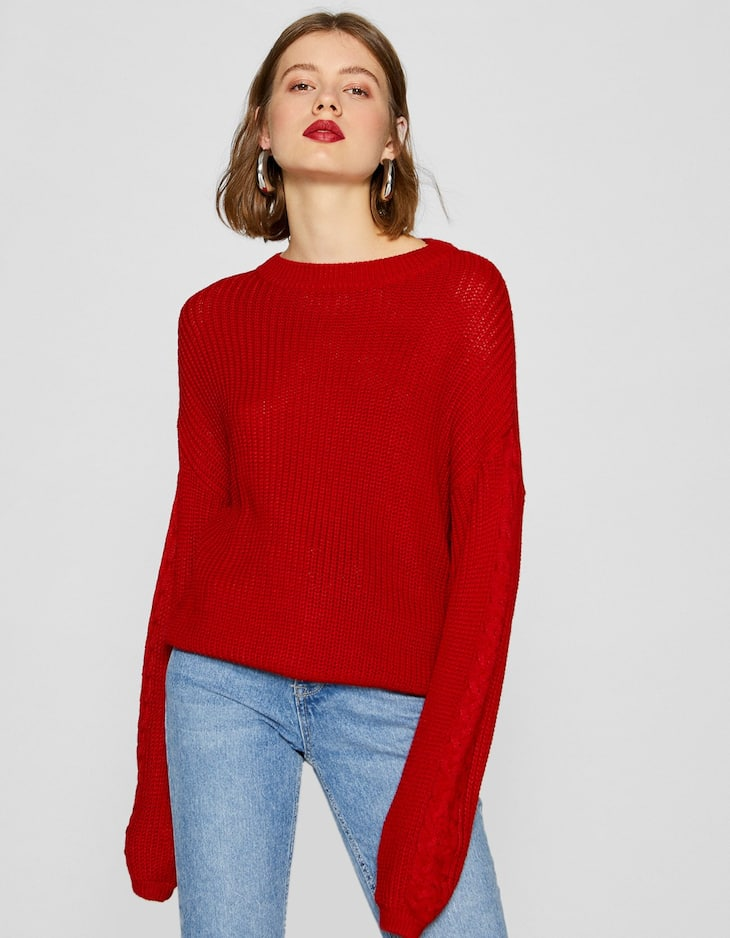 Sweater with full-bodied sleeves