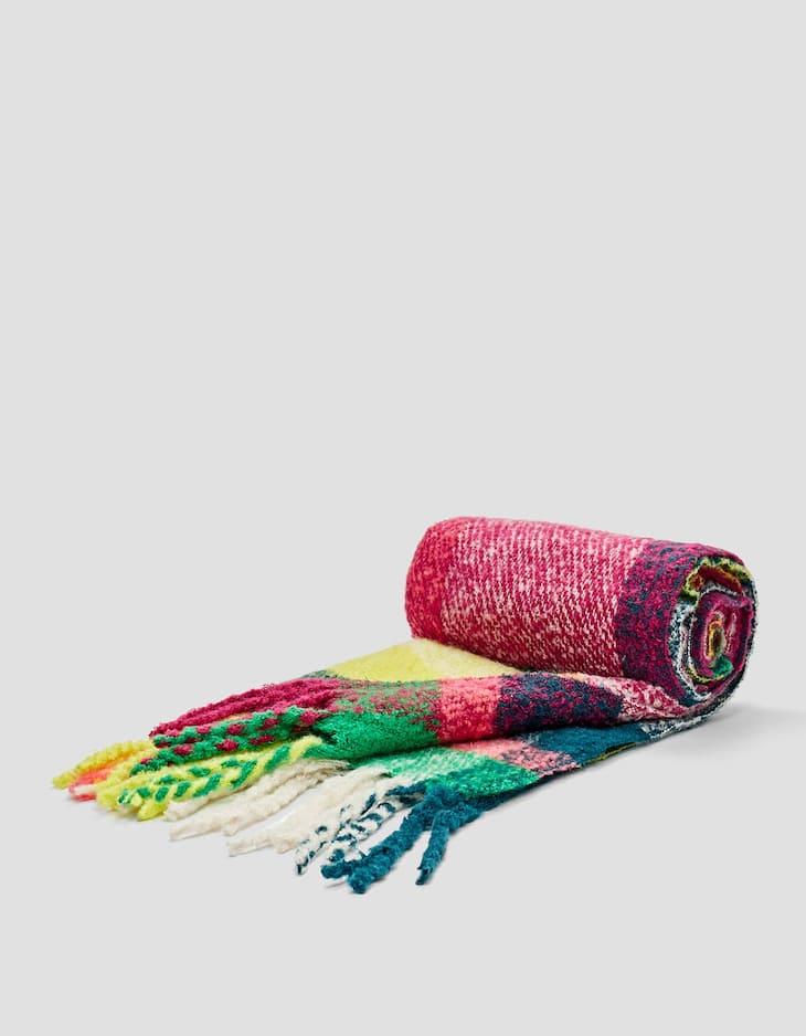 Gebürsteter Schal mit farbigen Karos