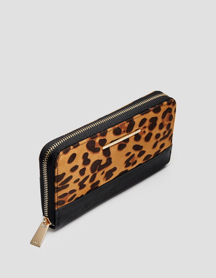 Leopard print wallet with zip