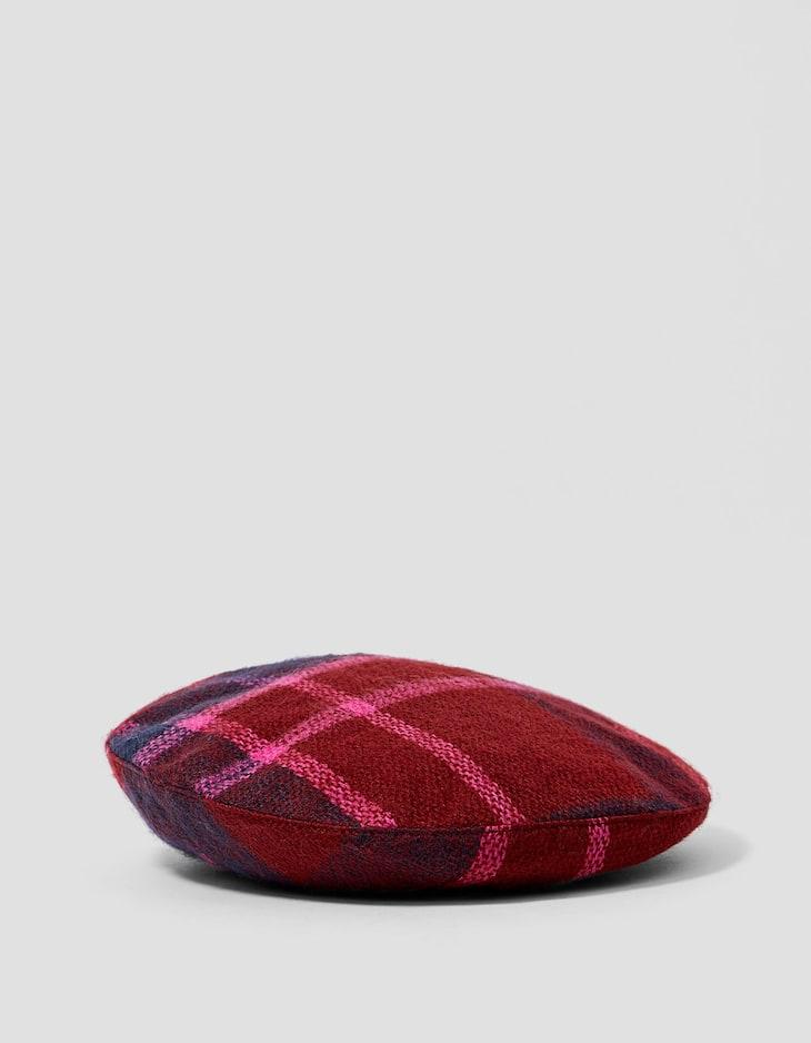 Donkerrode geruite baret