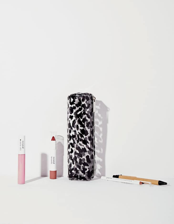 Cylindrical leopard print pencil case