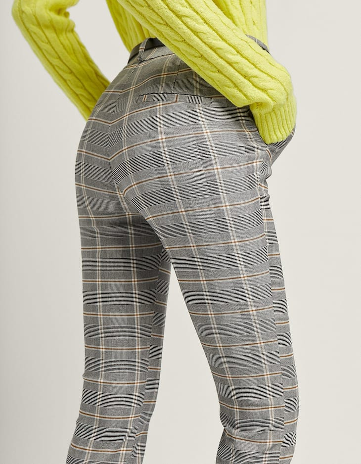 Pantaloni eleganti a quadri con cintura