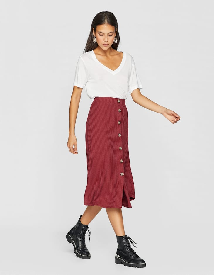 Ribbed midi skirt with buttons