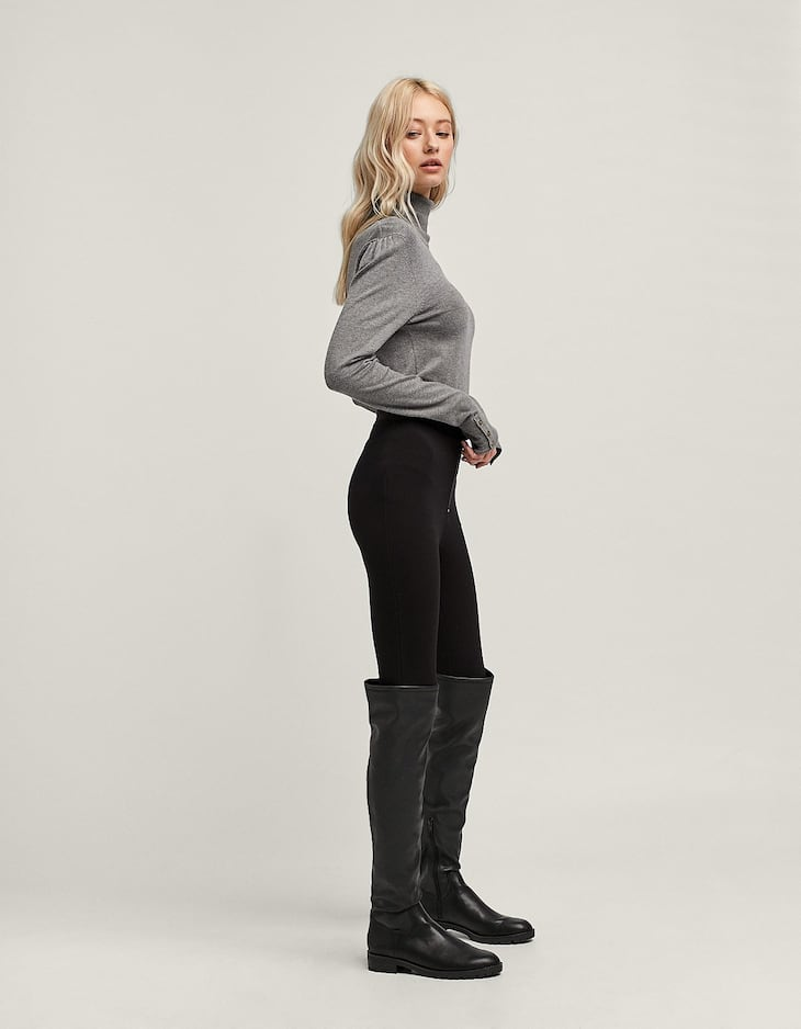Leggings with button detail